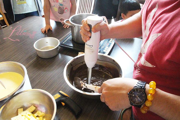 巧克力製作, 邱氏咖啡巧克力, 屏東邱氏巧克力, 生巧克力, 可可果, 可可樹, 可可豆, 巧克力體驗, 巧克力DIY, 屏東巧克力, 親子DIY體驗, DIY體驗, 親子DIY
