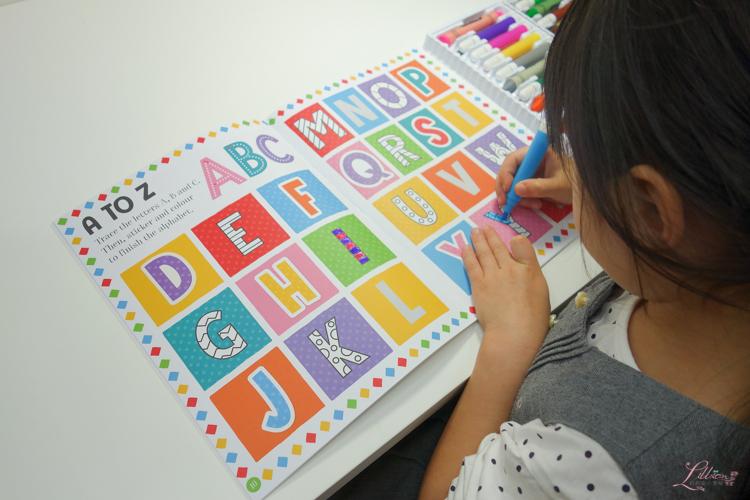 英文童書團購, 英文童書推薦, 兒童外文書推薦, 兒童操作書推薦, 兒童英文書推薦, 聖誕禮物書, 兒童繪本推薦, 親子好物, 立體繪本推薦, Activity Station Book Kit Glittery Rock Painting Unicorns , 兒童遊戲書, Activity Station Book Kit Explosive Volcano Experiments, 100 Words Sticker Activity Collection